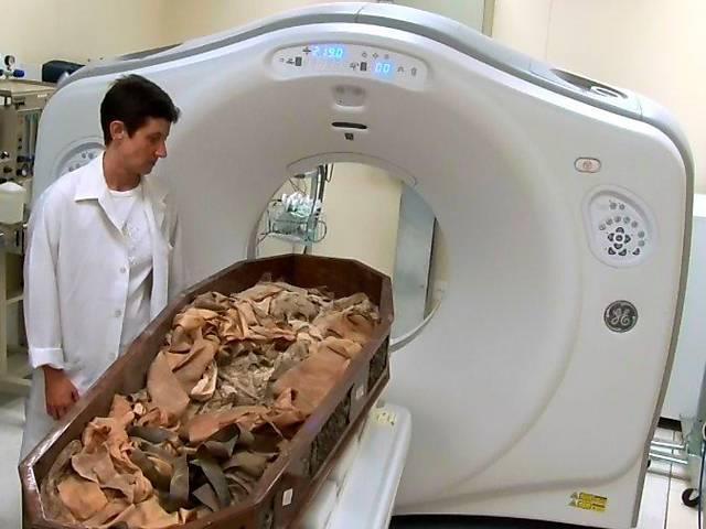 Exumação dos corpos dos membros da família imperial do Brasil